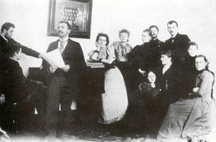 К. Сомов (в центре) (1898 г.)